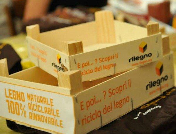 cassette di legno riciclato