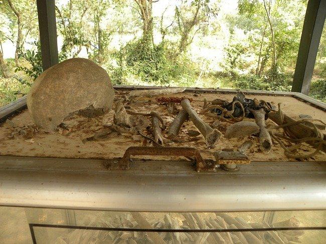 Ossa umane Killing Fields Cambogia
