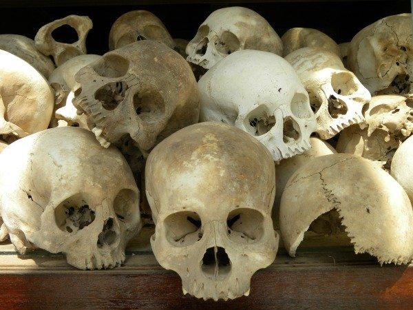 teschi Cambogia campi di sterminio