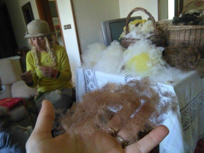 Cardatura della lana a mano