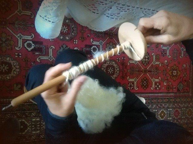filatura della lana col fuso