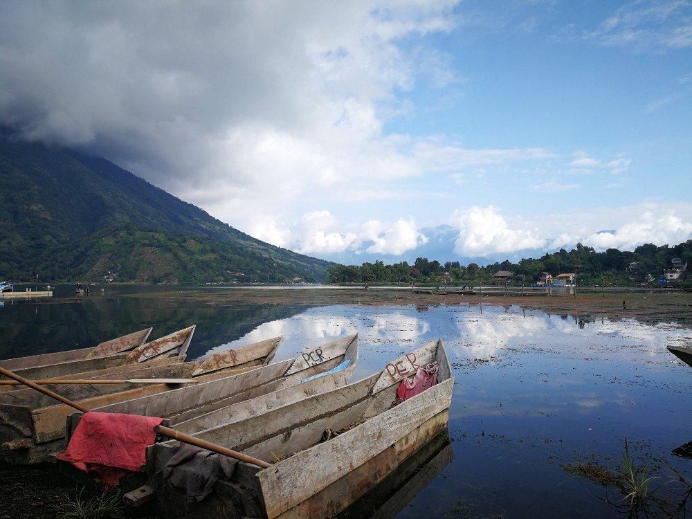 barche lago Guatemala-min