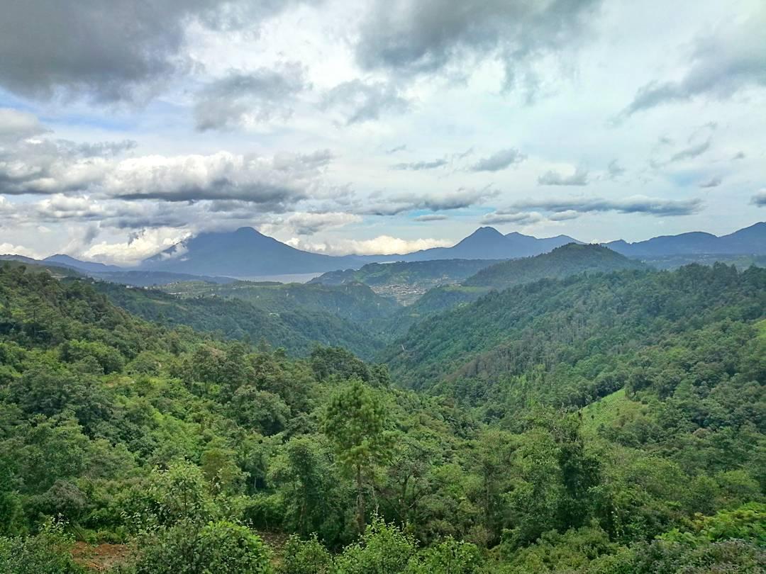 panorama lago Guatemala-min