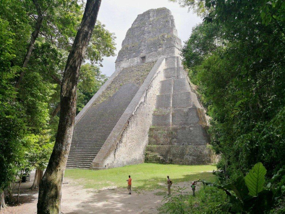 piramide maya Guatemala-min