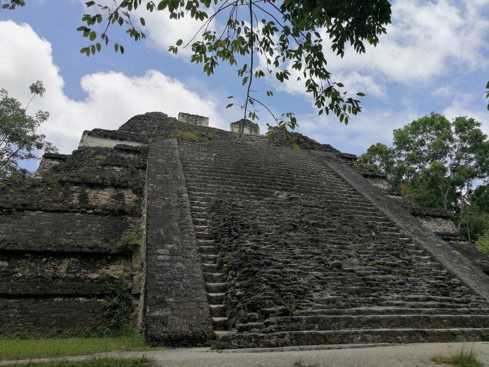 piramide maya x guatemala-min